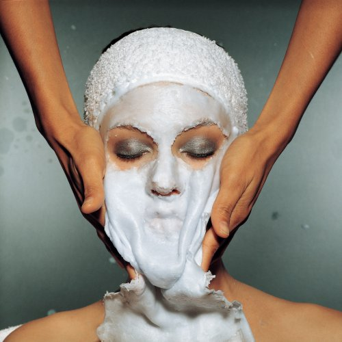 00-holding-facial-spring-clean